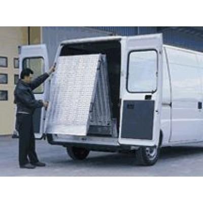 Rampe repliable en aluminium 2400 x 800 mm pour véhicule utilitaire léger (135)